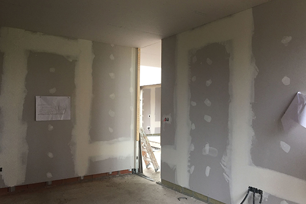 Como reparar un panel de yeso laminado